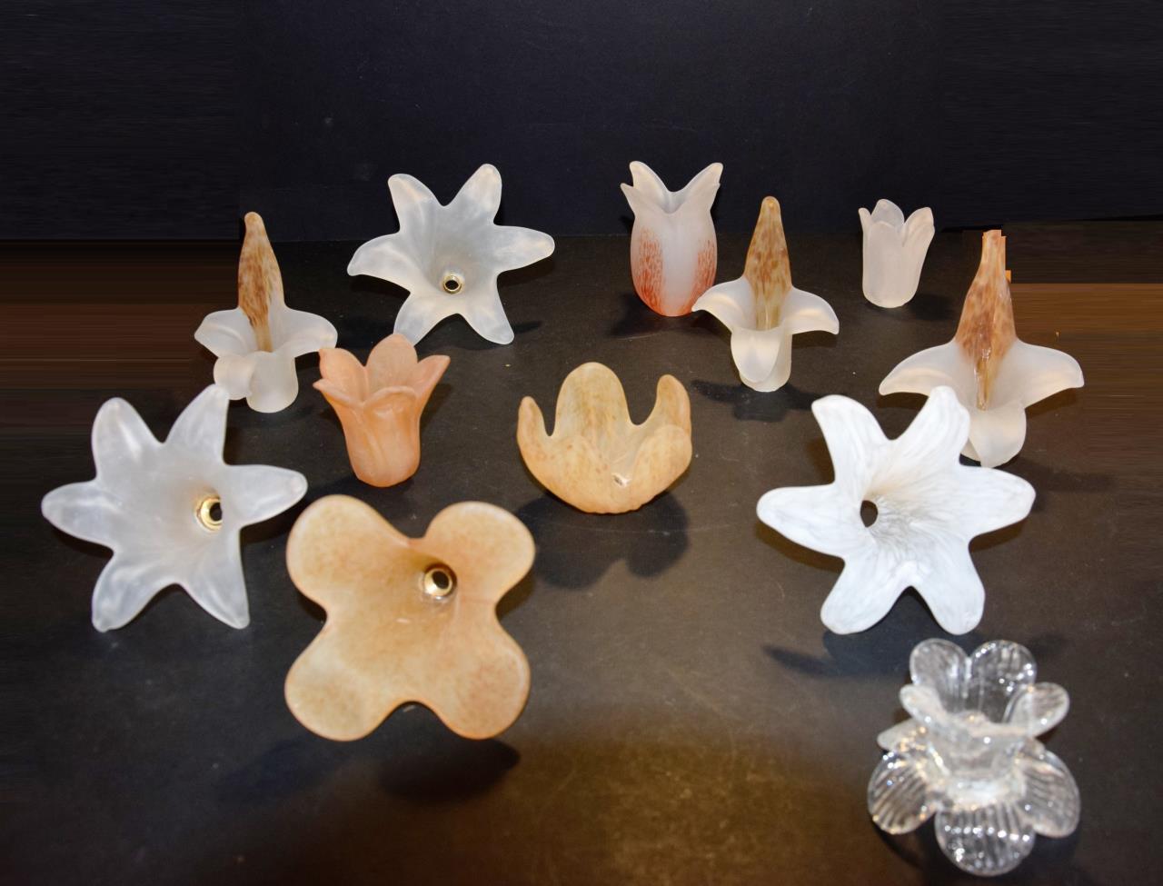 Plafoniera Fiori Vetro : Vetri di ricambio per lampadari fiori in vetro alogene